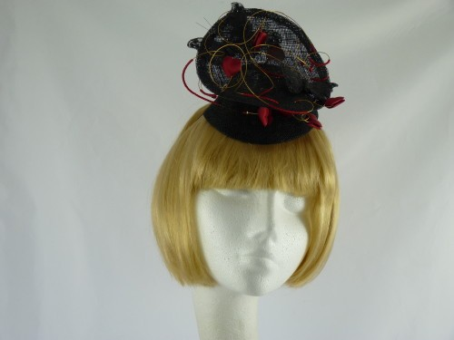 Fascinator in black and red