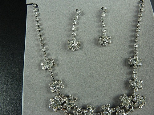 Flower Necklace and Earrings Set