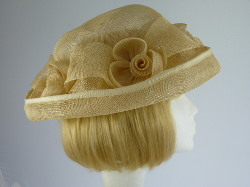 Wedding hat Cream Roses