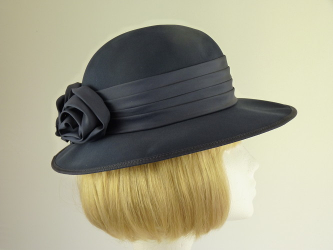 Wedding hat Navy roses
