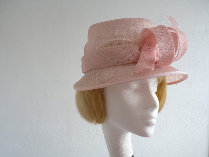 Mother Of The Bride Hats For Short Hair: Wedding Hat Pale Pink In Pink / Peach