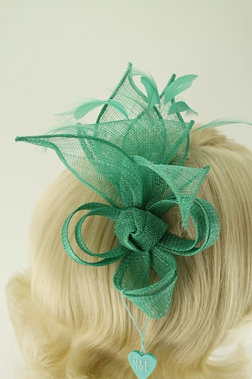 Max and Ellie Lily Comb Fascinator