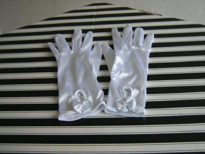 Wedding gloves white